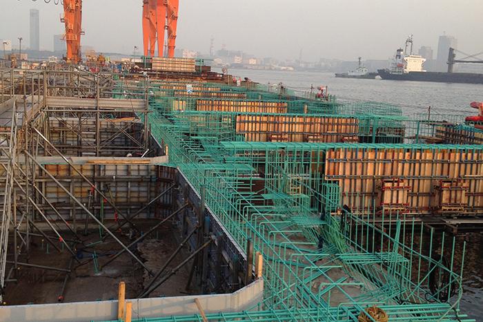 湾岸の基礎工事